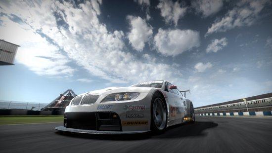 Скриншо с игры Need for Speed Shift