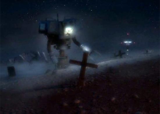 Робот, который откапывает в пустыне главного героя
