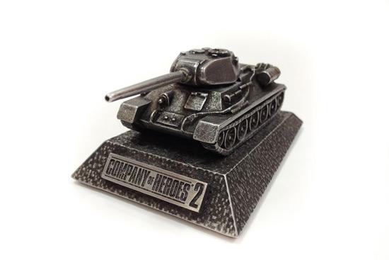 Уменьшенная металлическая копия танка Т-34