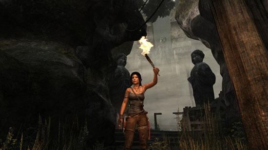 Призовым факелом награждается спортсменка, сумевшая обогнать три каменных статуи.