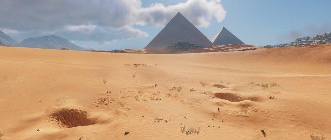 В пустынях Египта ночью очень темно. Поэтому там решается большинство проблем. Там на каждом шагу яма, и в каждой из них лежит проблема.