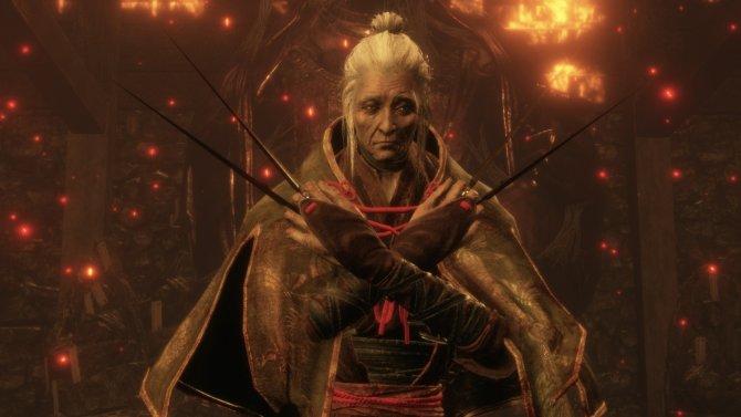 Чудо-бабушка умеет есть суши сразу двумя наборами палочек.